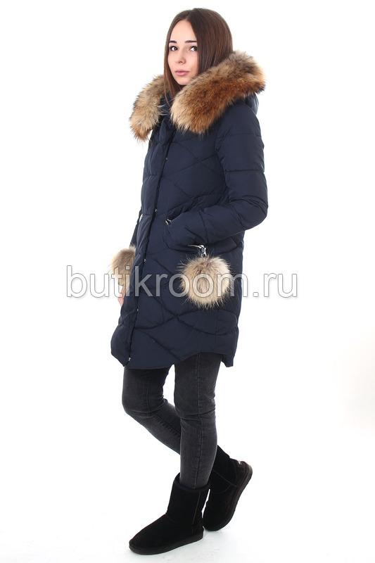 Женская куртка с капюшоном и мехом на карманах