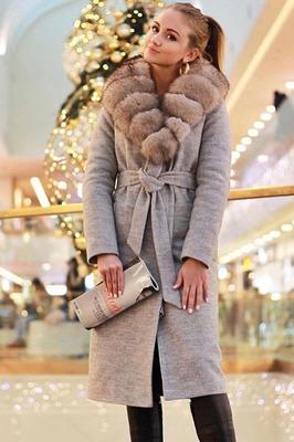 Длинное пальто с меховым воротником из песца серое