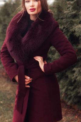 Недорогое пальто утепленное бордовое