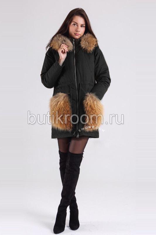 Черная женская куртка с мехом на карманах