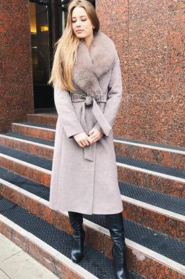 Зимнее пальто утепленное с меховым воротником
